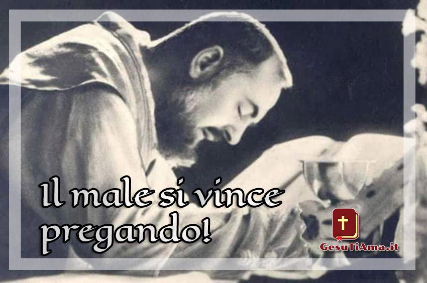 Padre Pio il male si vince pregnado immagini Facebook
