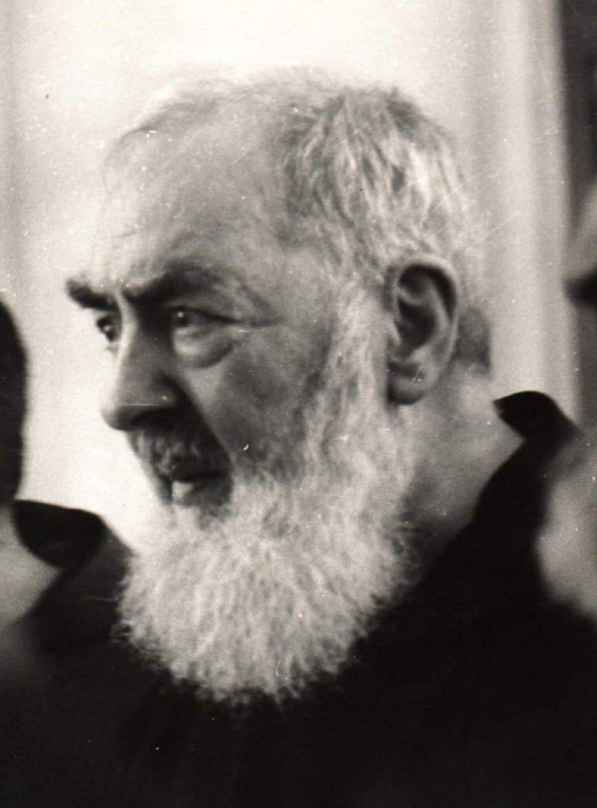 San Pio da Pietrelcina immagini bianco e nero 10