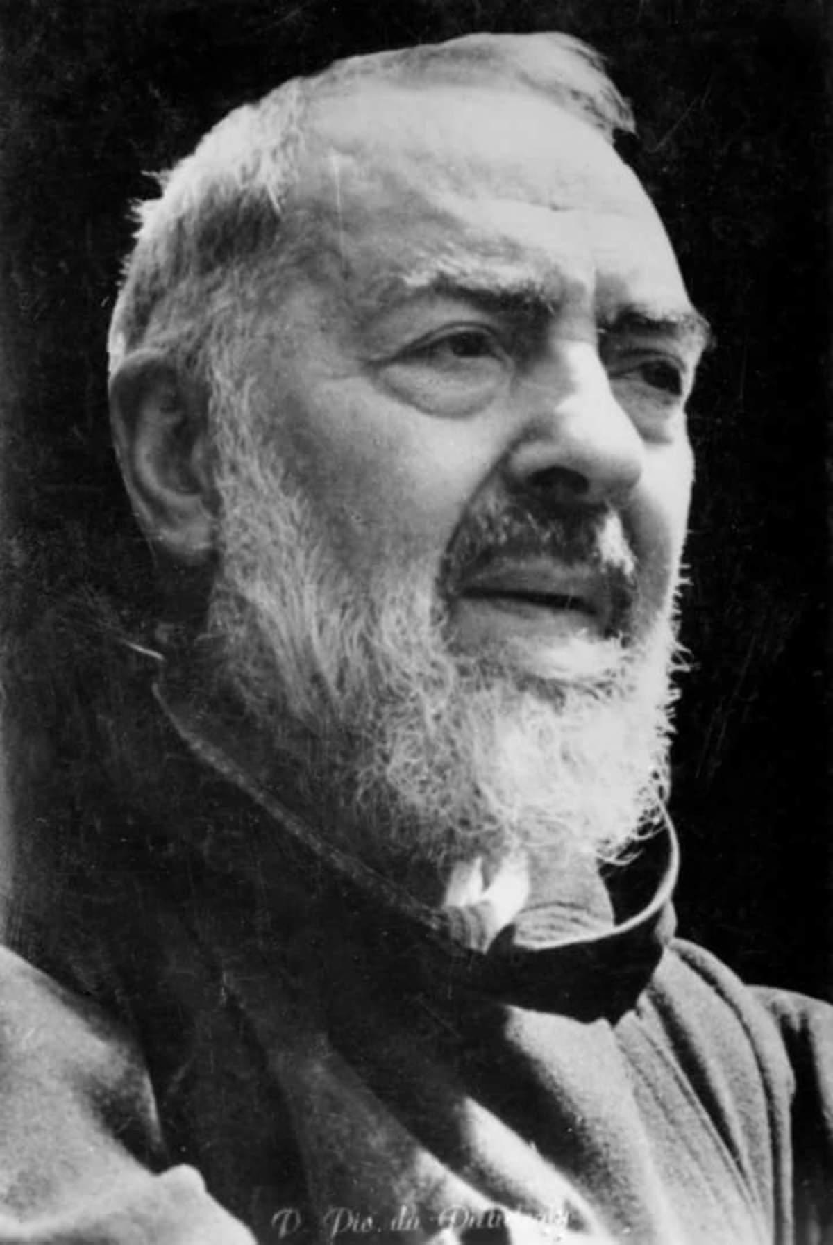 San Pio da Pietrelcina immagini bianco e nero 8